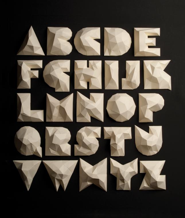 Diseño de un alfabeto exclusivo para el proyecto: las búsquedas de construcción de una reminiscencia orgánica.
